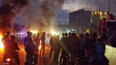 ليلة ساخنة في بيروت وإغلاق للطرق في المدن اللبنانية
