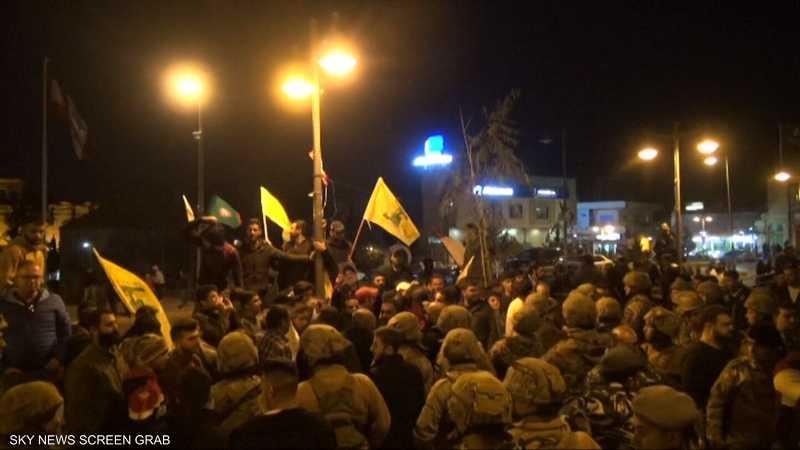 لبنان.. مجموعات لحركة أمل وحزب الله تعتدي على محتجين