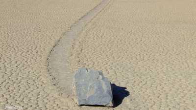 """""""الحجارة المتحركة"""".. علماء يفسرون الظاهرة """"الغريبة"""""""