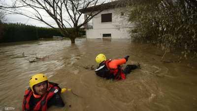 فرنسا.. سيول ورياح عاتية تغرق عشرات آلاف المنازل بالظلام