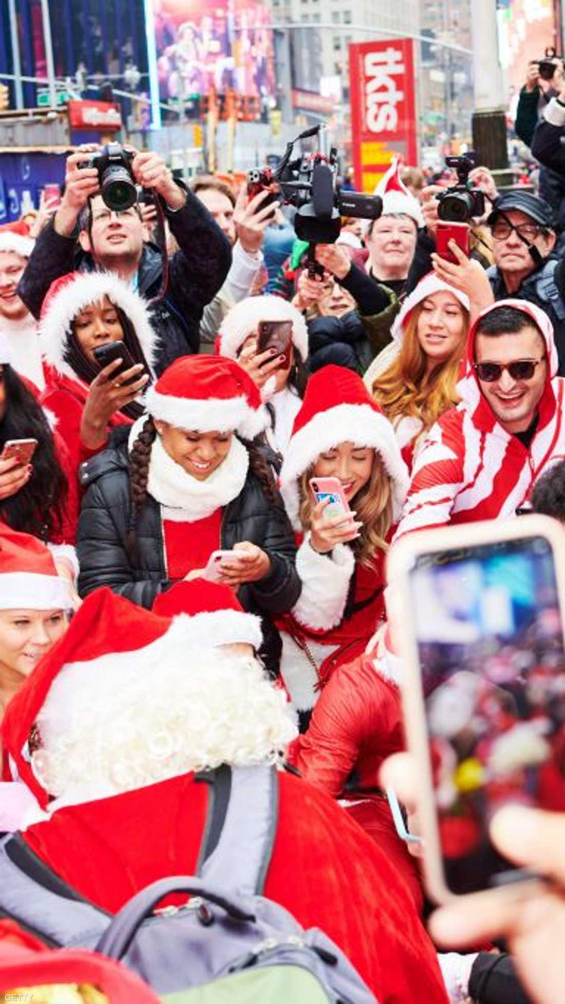 يتبرع منظمو الاحتفال بمئات الآلاف من الدولارات سنويا.