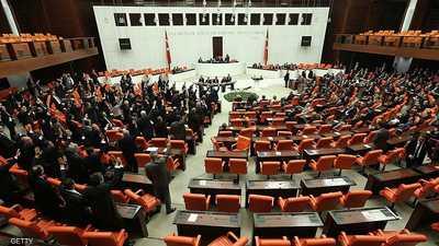 """مشروع قانون """"زواج الفتاة من مغتصبها"""" يثير الغضب في تركيا"""