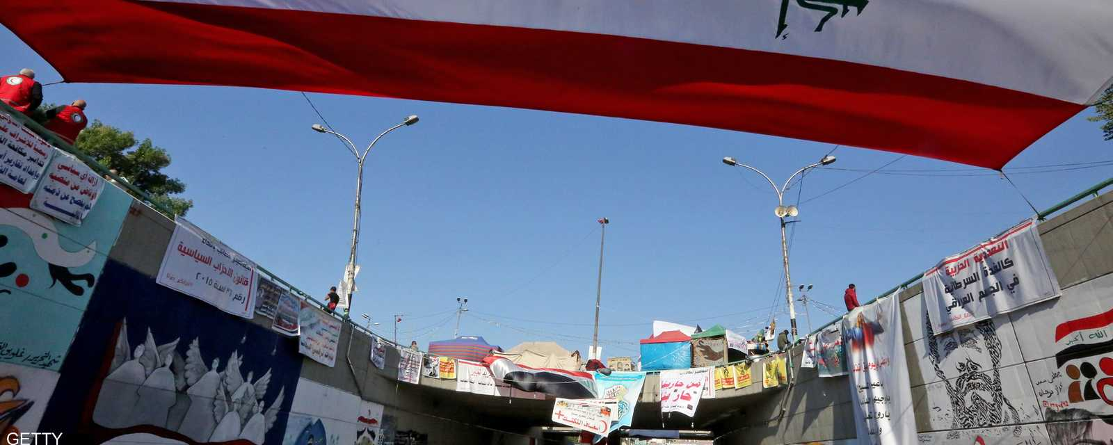 اجتاحت التظاهرات بغداد ومدن الجنوب، وقوبلت التظاهرات برد فعل عنيف من القوات الأمنية باطلاق الرصاص الحي