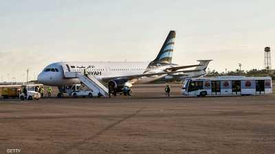 طائرة على أرض مطار معيتيقة في لقطة أرشيفية