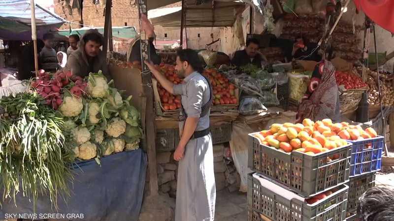 باعة جائلون في صنعاء يشكون جبايات الحوثيين