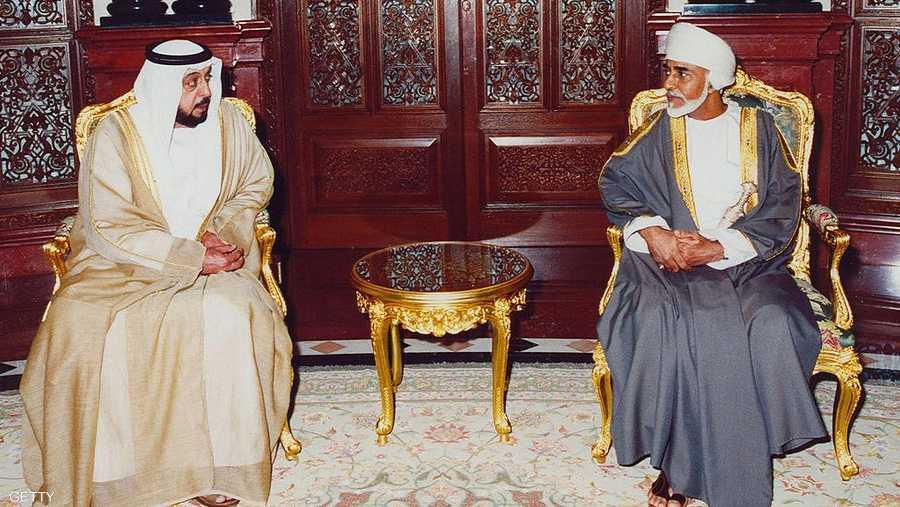 خلال لقاء السلطان قابوس مع الرئيس الإماراتي الشيخ خليفة بن زايد آل نهيان
