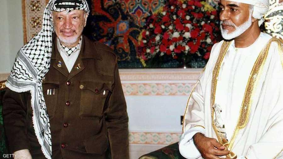 السلطان قابوس مع الرئيس الفلسطيني الراحل ياسر عرفات