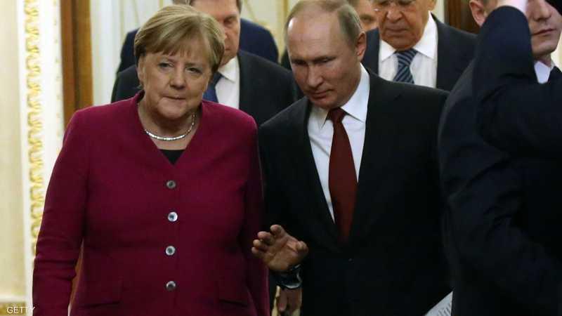 ميركل تعتزم إجراء القمة في برلين
