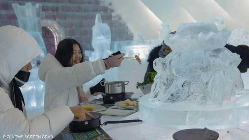 """مطعم جليدي في الصين يجذب الزوار بـ""""الطبق الساخن"""""""