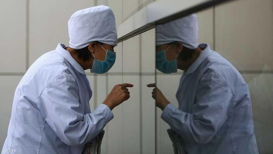 الدول تحذر من السفر للمناطق الموبوءة في الصين