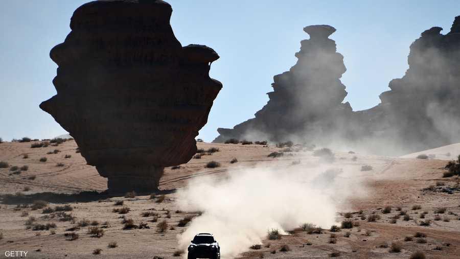 رالي داكار عبر التضاريس الفريدة والطبيعة الخلابة لصحراء السعودية