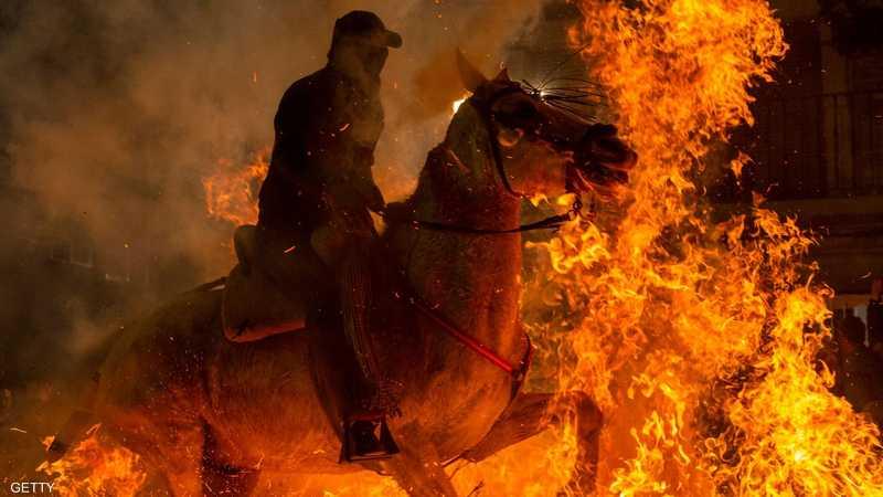في قرية سان بارتولومي دي بيناريس في إسبانيا يقام المهرجان كل عام