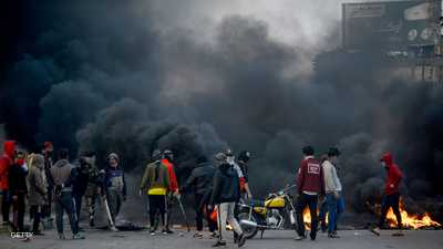 قتيل في بغداد.. وقطع طرق وإغلاق مقرات عامة وسط البلاد