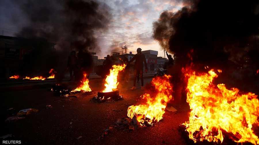 حاول المحتجون الأحد إغلاق أغلب الطرق في مدينة الكوت.