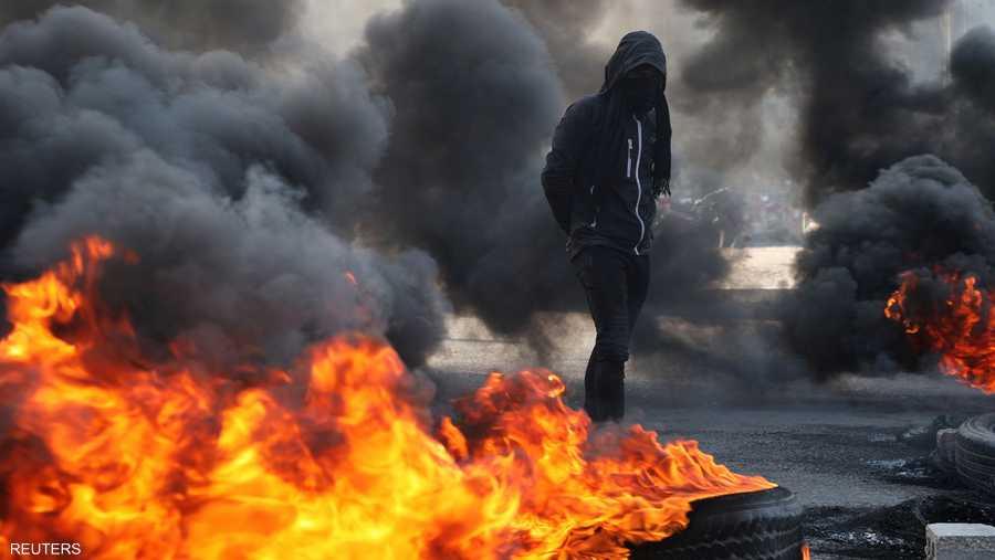 حاول المحتجون إغلاق طريق محمد القاسم بين البصرة وبغداد.