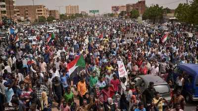 """تغلغل الإخوان بمؤسسات الدولة يعرقل دواليب """"ثورة السودان"""""""