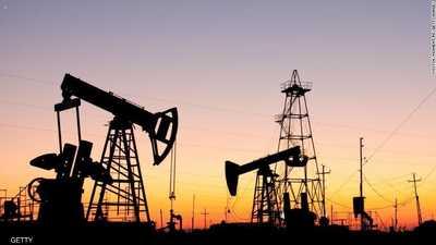 ارتفاع طفيف بأسعار النفط.. والبنزين الأميركي يهوي