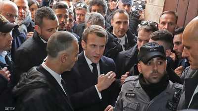 """فيديو.. مشادة """"قوية"""" بين الرئيس الفرنسي والشرطة الإسرائيلية"""
