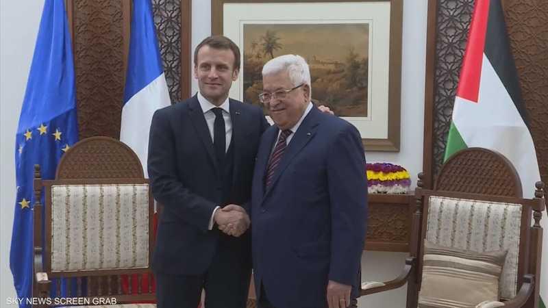 عباس يطالب ماكرون بدور فرنسي - أوروبي أقوى