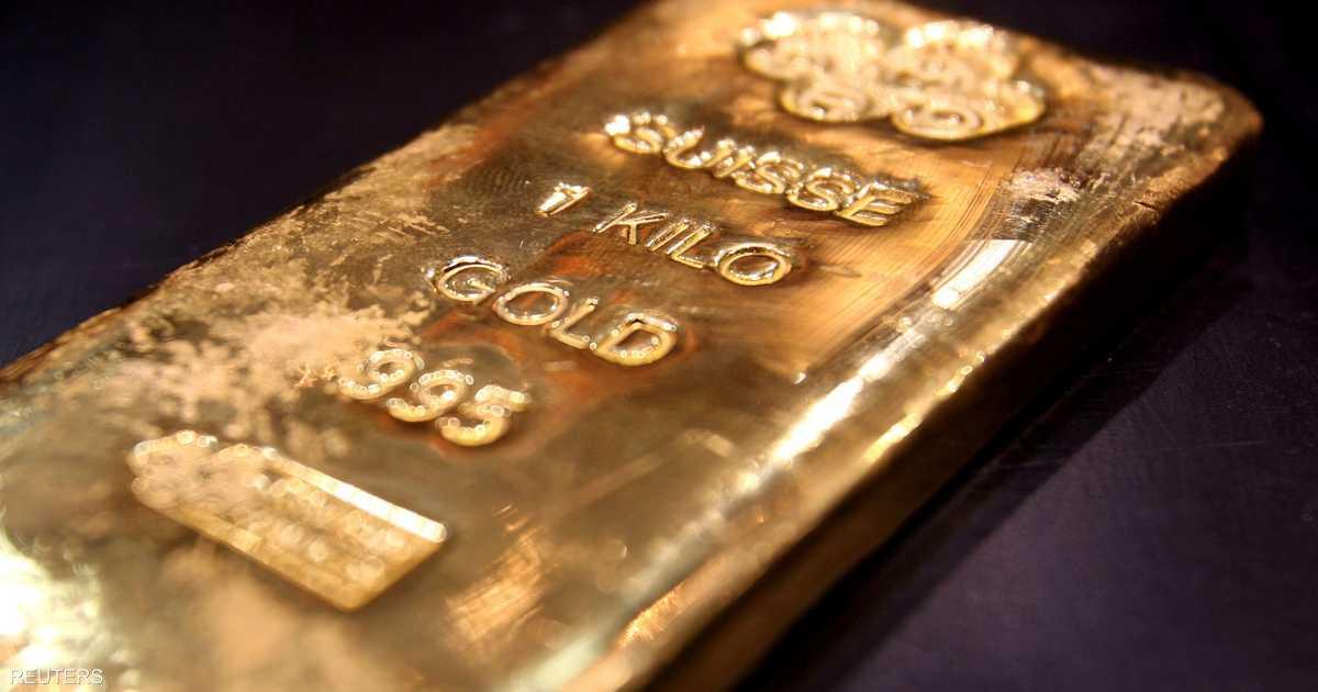 الذهب يتراجع مع انتظار المستثمرين لإيضاح بشأن فيروس