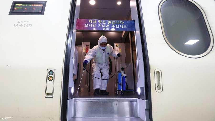 كوريا الجنوبية تقوم بتعقيم الطائرات خشية انتشار الفايروس