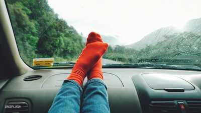 حتى لا تتكرر المأساة.. لا تضع قدميك أبدا على تابلوه السيارة