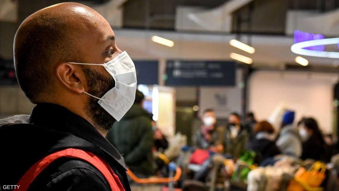 المطارات العالمية تراقب الحالة الصحية للمسافرين