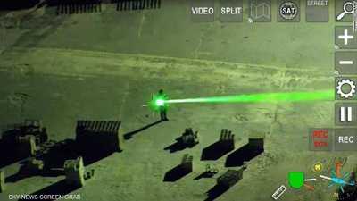 """بالفيديو.. """"استفز"""" الطائرات بأشعة الليزر.. فنال عقابا رادعا"""