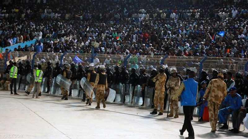 """ملعب الهلال السوداني يتحول لـ""""ثكنة عسكرية"""".. والأهلي """"غاضب""""   أخبار سكاي  نيوز عربية"""
