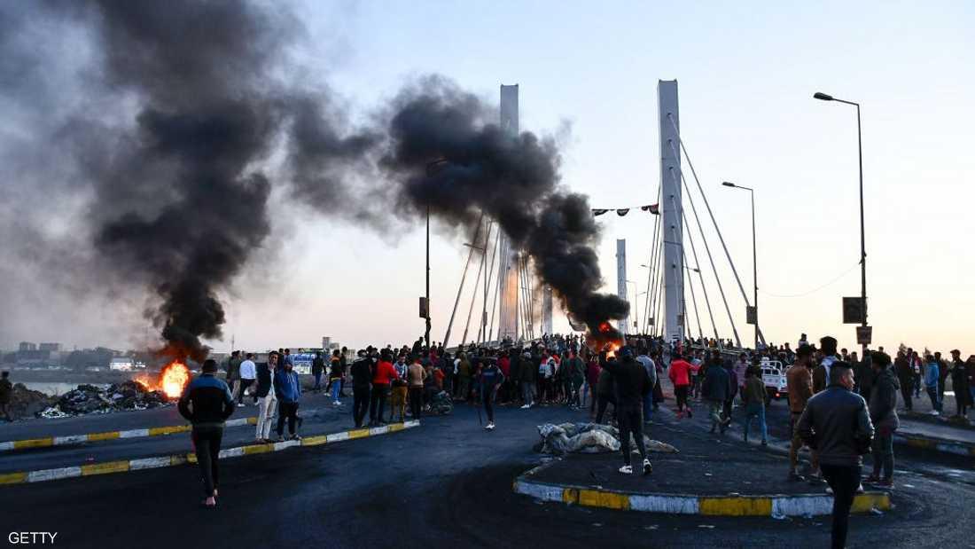 أصيب متظاهرون بسبب استخدام أنصار الصدر الأسلحة النارية.