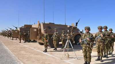 مناورات عسكرية للجيش الجزائري عند الحدود مع المغرب