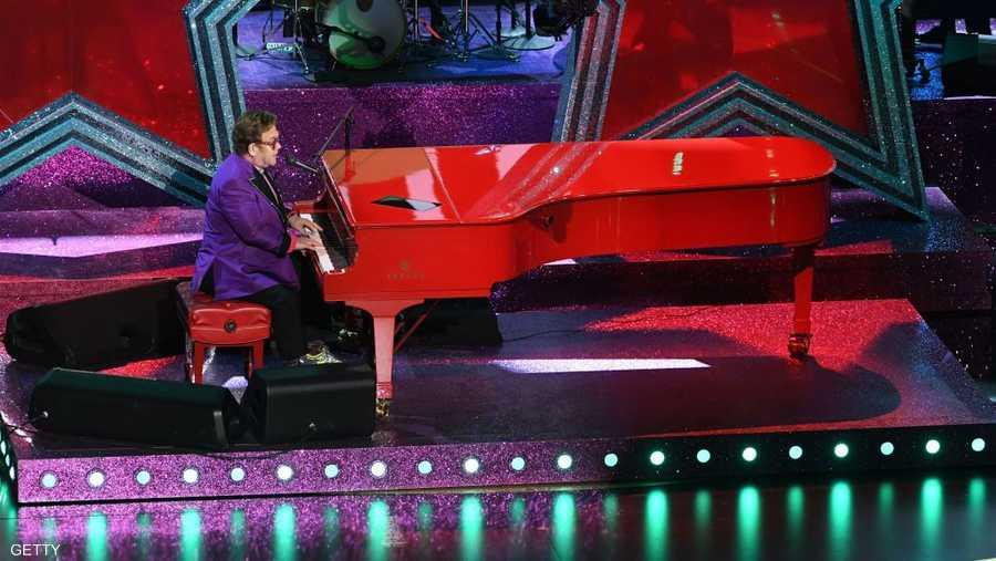 السير إلتون جون يقدم أغنيته التي حازت على أوسكار أفضل أغنية