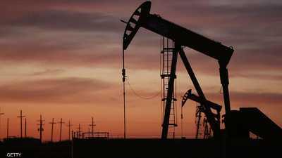 """النفط يعود للتراجع بسبب """"المخزونات"""" و""""البنزين"""""""