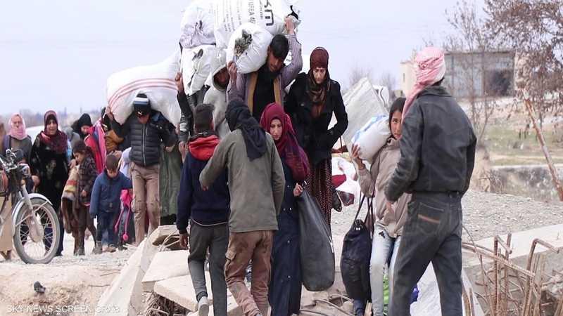 سوريا.. استمرار نزوح آلاف المدنيين من إدلب باتجاه منبج