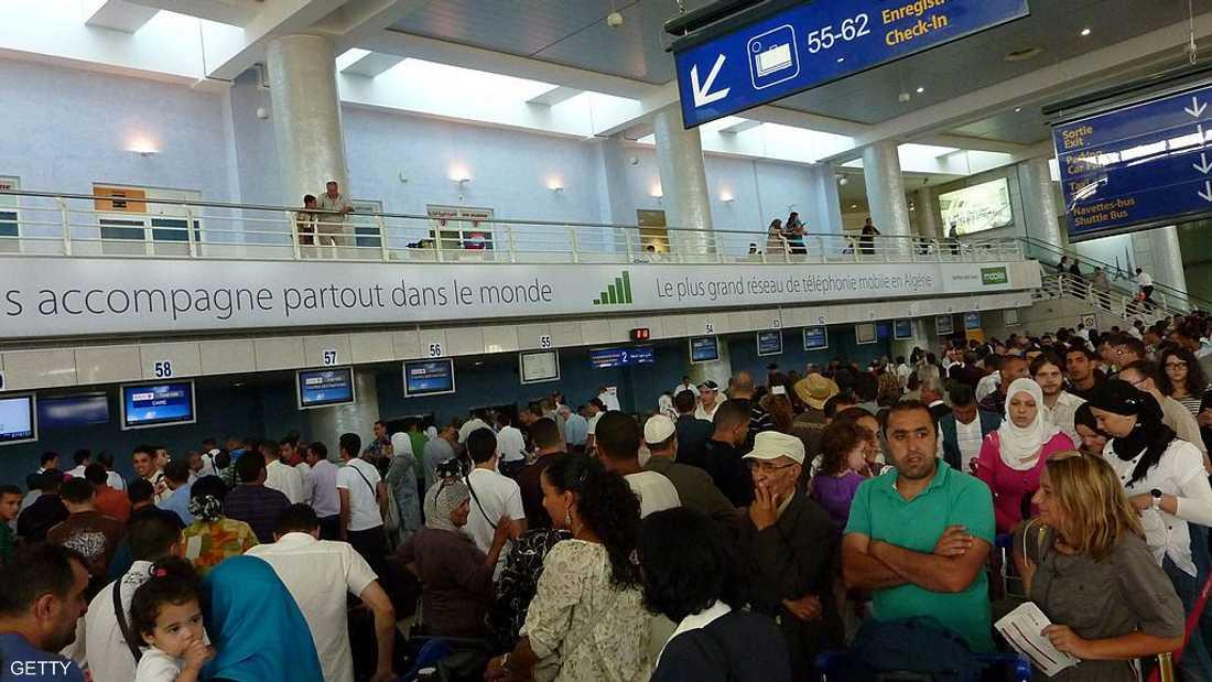 صورة أرشيفية لمسافرين في مطار الجزائر