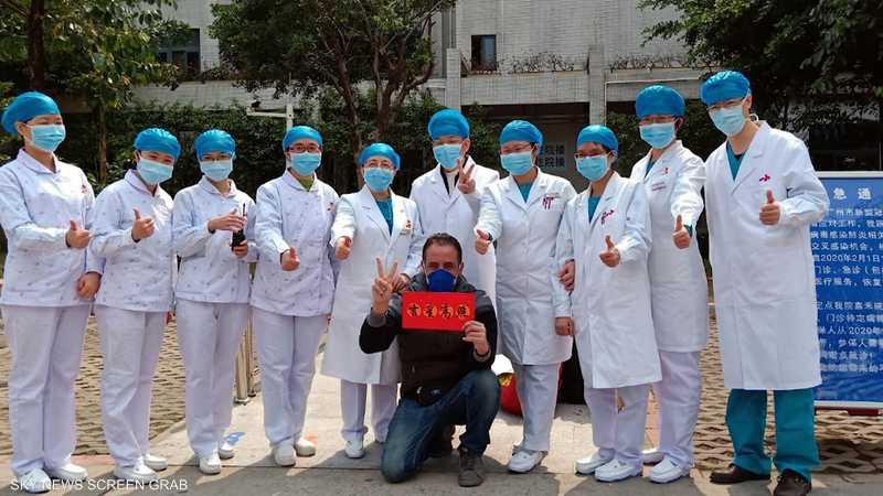أول مصاب عربي بفيروس كورونا يتحدث عبر {منصات}