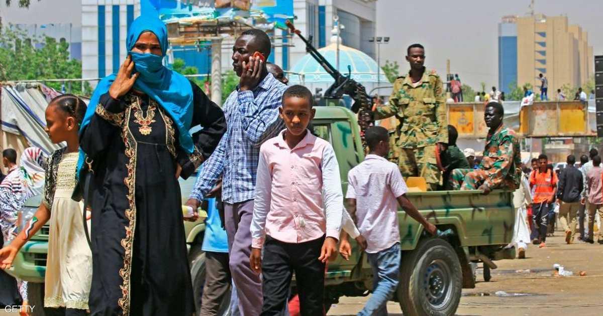 السودان.. احتجاج بشأن  الضباط المستبعدين  والأمن يتصدى   أخبار سكاي نيوز عربية