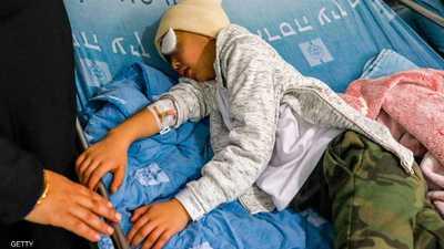 الطفل مالك عيسى يرقد على سرير العلاج