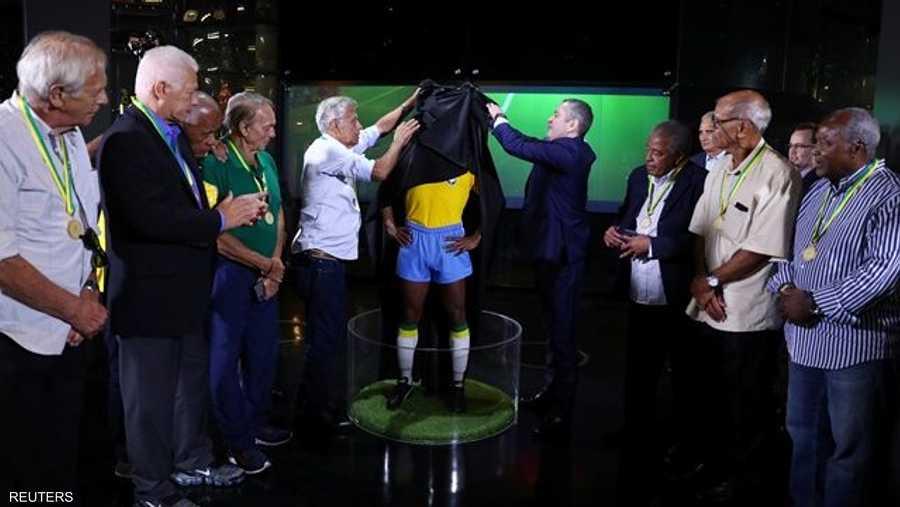 9 لاعبين من المنتخب الذي مثل البرازيل قبل نحو 50 عاما، كانوا حاضرين عند الكشف عن التمثال