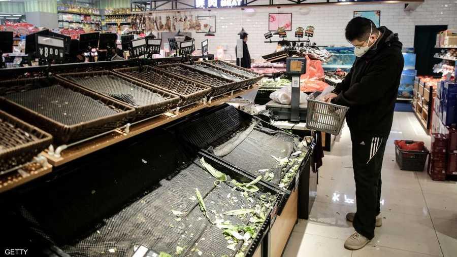 الخضروات شحيحة في أحد متاجر الأطعمة بمدينة ووهان