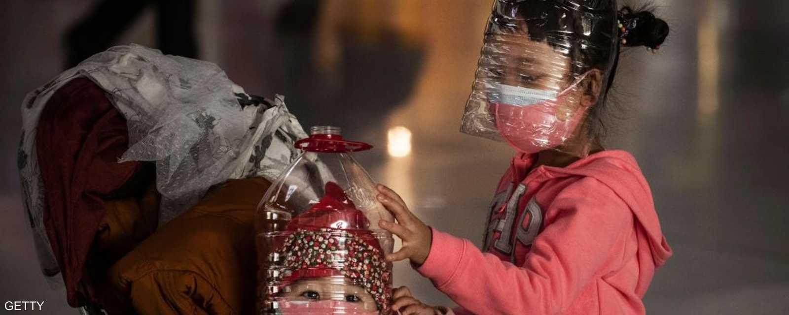 قناع خاص للأطفال في مطار بكين