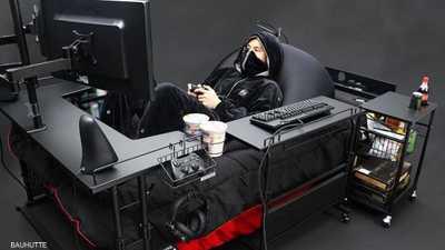 """سرير """"خاص"""" بمدمني الألعاب الإلكترونية يثير الكثير من الجدل"""