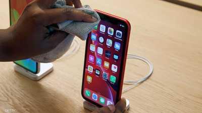 """كيف تنظف هاتفك في زمن تفشي كورونا؟.. """"أبل"""" تجيب"""