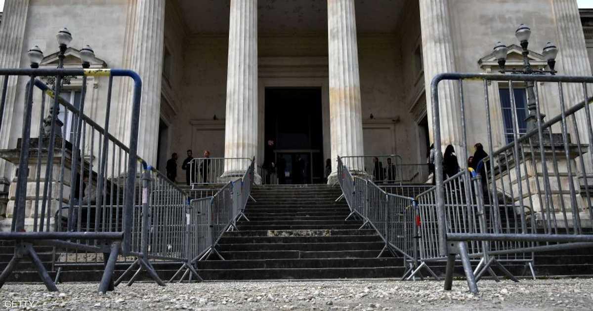 فرنسا تحاكم طبيبا اعتدى على مئات الأطفال جنسيا