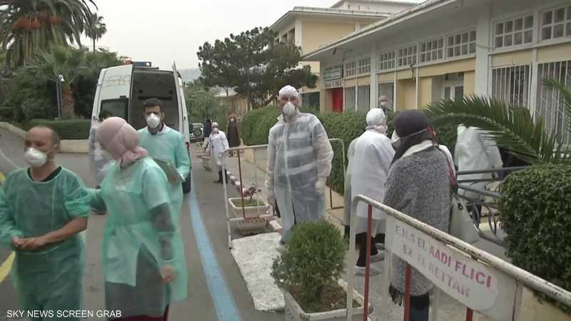 الرئيس الجزائري: منع التجمعات والمسيرات