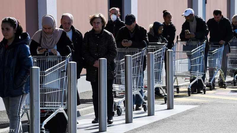 طوابير التسوق في بريطانيا امتدت لأمتار