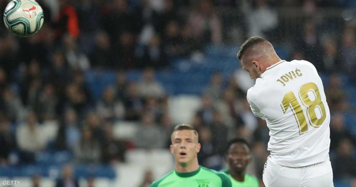 """نجم ريال مدريد يخرج عن صمته.. ويبرر """"سقطة كورونا"""""""