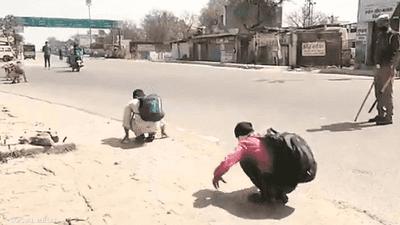 بالضرب والتمارين.. الهند تعاقب مخترقي الإغلاق