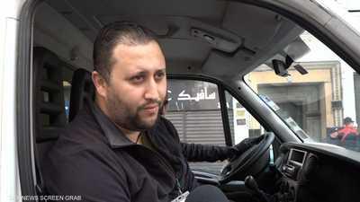 شباب جزائريون يساعدون في حث المواطنين للبقاء في منازلهم