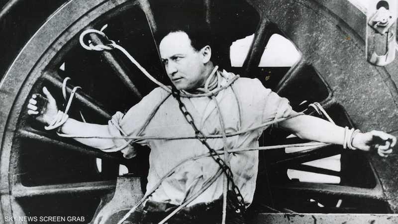 هاري هوديني.. الساحر الذي كشف خدع زملائه